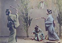 "Año Nuevo. Hanetsuki. Kusakabe Kimbei ""Chicas"""