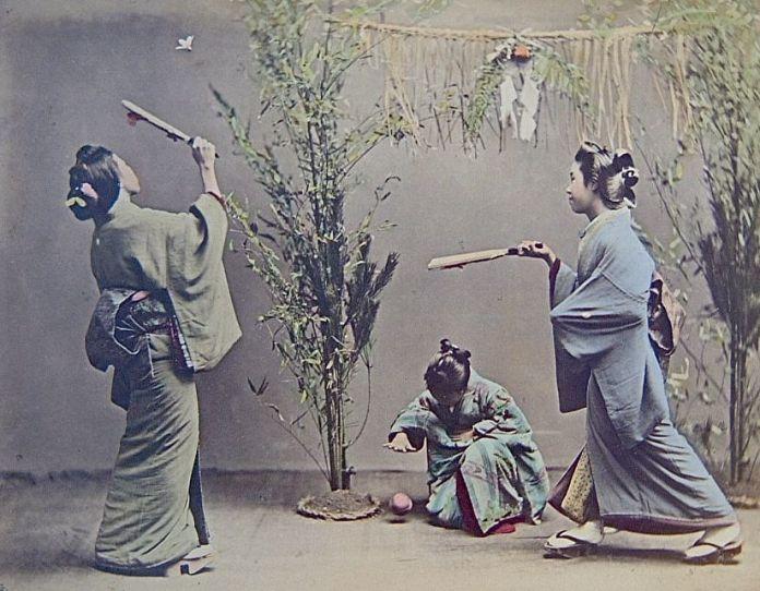 El hanetsuki (羽根突き), un juego tradicional japonés típico de Año Nuevo