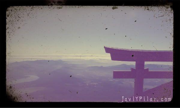 Vistas del Fuji desde la cima del monte Fuji tomadas en nuestro ascenso en el verano de 2011