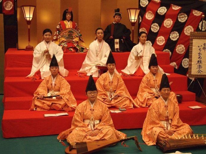 Festivales de Japón: El Hiina Matsuri (ひいな祭) es un festival celebrado el 3 de marzo en un pequeño santuario de Kioto con motivo de la festividad del Hina Matsuri en Japón.