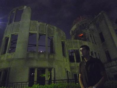 Visitando la cúpula de la bomba atómica (原爆ドーム) en Hiroshima (Japón)