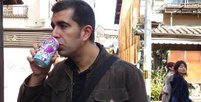 Bebiendo fanta de uva en Kioto