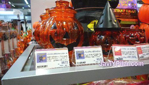 En una tienda de Shiodome, cerca de la estación de Shimbashi (Tokio). Halloween en Japón