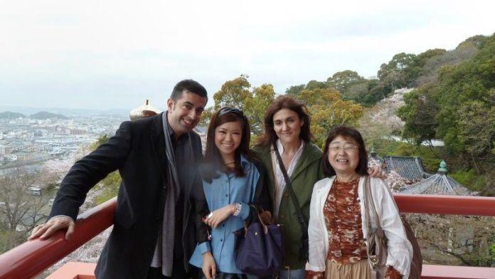Con nuestra amiga Mana y su madre visitando el templo Kimiidera de Wakayama