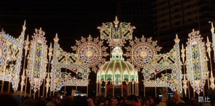 Festivales de Japón: el Kōbe Luminarie (神戸ルミナリエ), un montaje luminoso que adorna el centro de la ciudad de Kōbe las primeras semanas de diciembre, desde 1995, tras el Gran Terremoto de Kansai