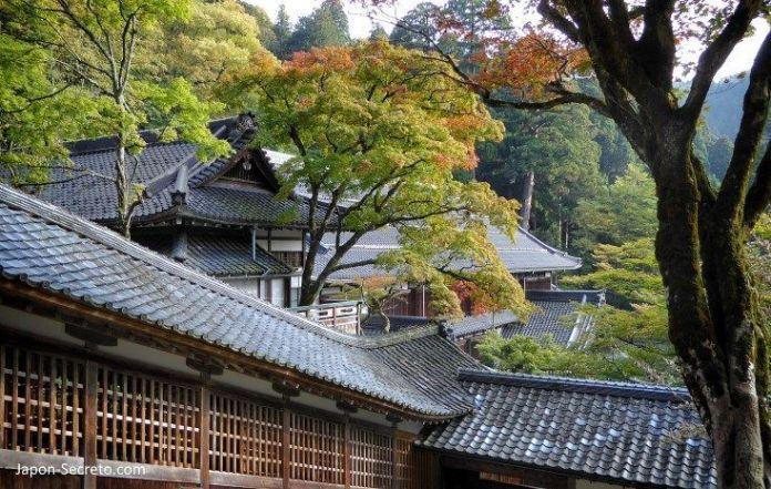 Momiji en Eihei-ji, un templo secreto del budismo zen oculto cerca de Fukui (Japón)