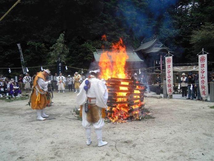 Festivales de Japón: elAki Matsuri (秋まつり) o Festival de Otoño en eltemplo Tanukidanisan Fudōin de Kioto