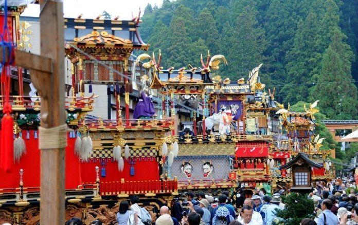 Festivales de Japón: el Aki No Takayama Matsuri (秋の高山祭) o Festival de Otoño de Takayama, considerado uno de los tres festivales más famosos y bonitos de Japón