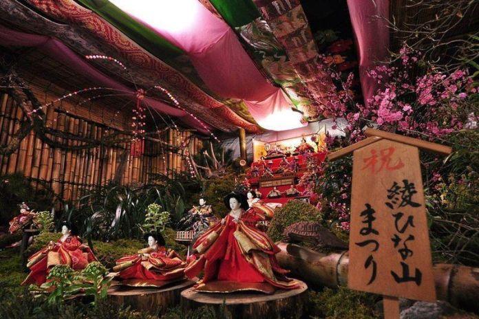 Festivales de Japón: el Aya Hinayama Matsuri (綾雛山まつり), un festival celebrado en la ciudad de Aya (prefectura de Miyazaki) con motivo del festivo tradicional japonés conocido como