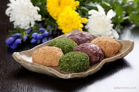 """Diferentes presentaciones del botamochi, un Ohagi o dulce tradicional durante """"Shubun No Hi"""" (秋分の日) o Día del Equinoccio de otoño en Japón"""