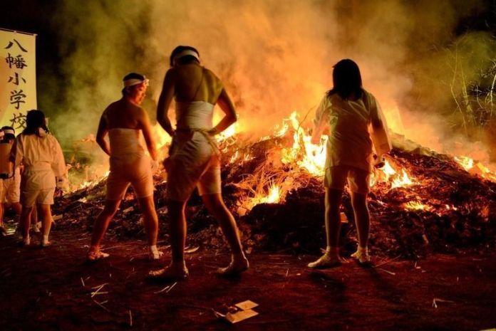 Festivales de Japón: Dontosai o festivales de desnudos celebrados en la prefectura de Miyagi para quemar los recuerdos del año anterior
