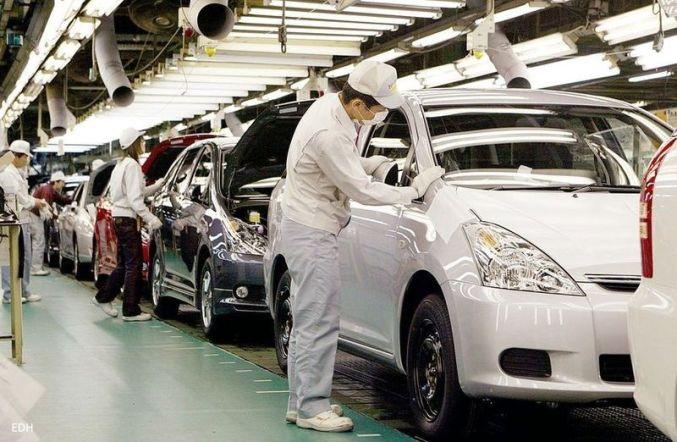 Trabajadores en una fábrica de Toyota
