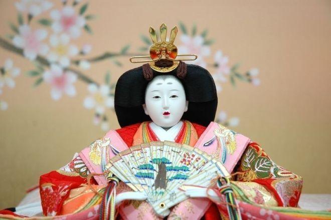 """Muñeca japonesa """"hinaningyō""""(雛人形) utilizada durante el """"Hinamatsuri"""" (雛祭)"""