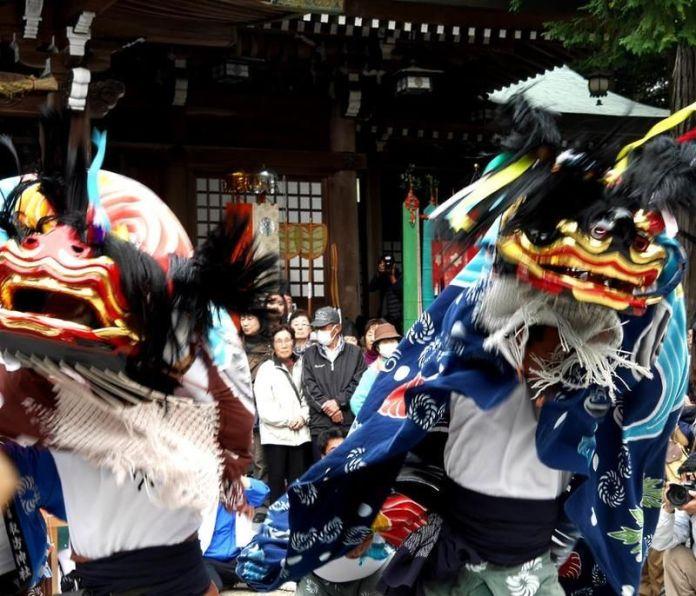 Festivales de Japón: el festival Hinoki No Shishimai (桧の獅子舞),también llamado Meotojishi, en Naruto (Tokushima)