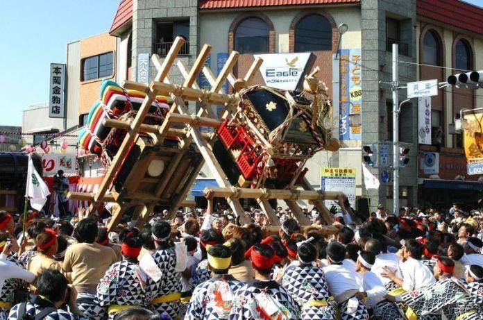 Festivales de Japón: elImariTontenton (伊万里トンテントン) deImari, en la prefectura de Saga (isla deKyūshu)