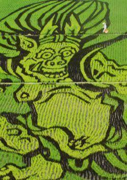 """El campesino atravesando el arrozal con forma de """"oni"""""""