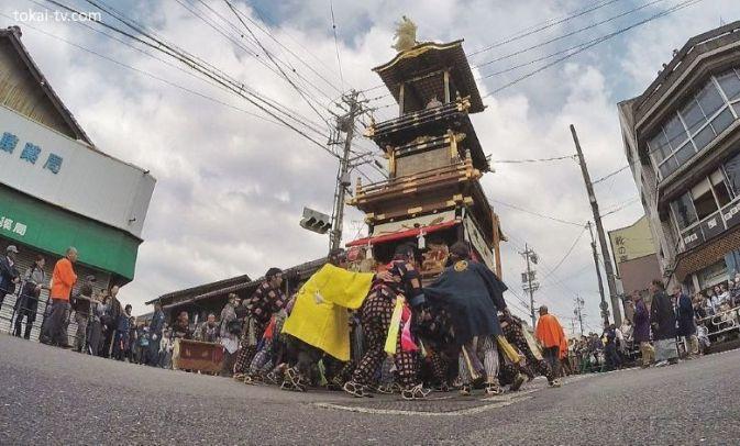 """Maniobra """"donden"""" en el desfile de carrozas del precioso festival Inuyama Matsuri (犬山祭)"""