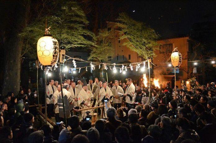 Festivales de Japón: Itabashi No Ta Asobi (板橋の田遊び) celebrado en febrero para agradecer la cosecha futura de arroz que aún no se ha sembrado