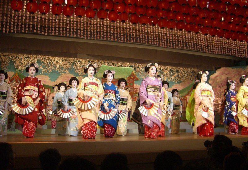Festival de geishas Kamogawa Odori @ Teatro Pontochō Kaburenjō  | Kyoto | Kyoto Prefecture | Japón