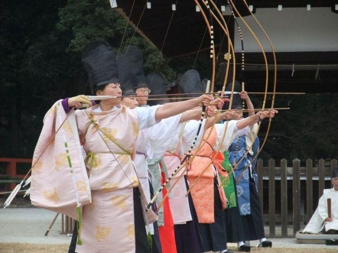 Festivales de Japón: el Musha Jinji, celebrado en el santuario Kamigamo de Kioto, es una detallista prueba de tiro con arco al estilo de la época Heian