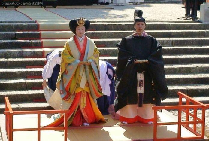 Ritual Nagashibina en el santuario Shimogamo (Kioto) con motivo del Hinamatsuri