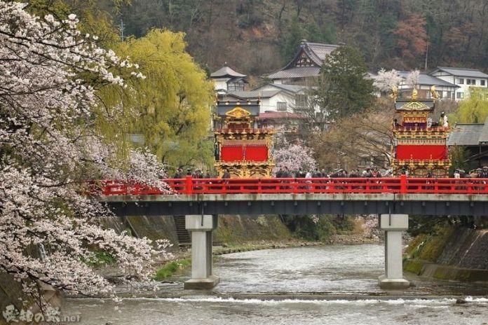 Festival de primavera Sannō Matsuri de Takayama. Cerezos. Sakura. Hanami