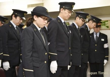 Homenaje a las víctimas del atentado con gas sarín en el metro de Tokio. Estación de Kasumigaseki. 20 de marzo de 2015