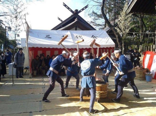 Festivales de Japón: el Setagaya Ume Matsuri (せたがや梅まつり) o Festival de los Ciruelos de Setagaya, en el parque Hanegi de Tokio. Haciendo mochi