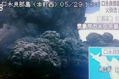 Erupción del volcán Shindake (新岳), en la isla Kuchinoerabu (Japón). 29 de mayo de 2015