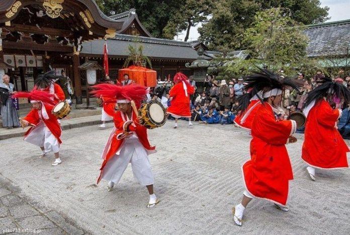Festivales de Japón: el Yasurai Matsuri (やすらい祭), celebrado cada año a mediados de abril en el santuario Imamiya, situado en el distrito Kitaku, al norte de la ciudad de Kioto