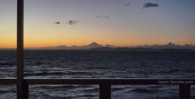Vistas del monte Fuji desde Hama Kanaya (Japón)
