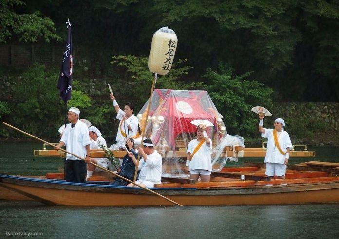 Festivales de Japón: el Hassaku Sai (八朔祭) un festival celebrado en septiembre en elsantuario Matsunō Taisha (松尾大社),también llamado