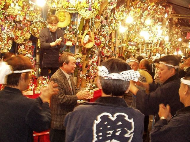 Tori No Ichi: la costumbre del tejime o dar palmas para atraer a la suerte