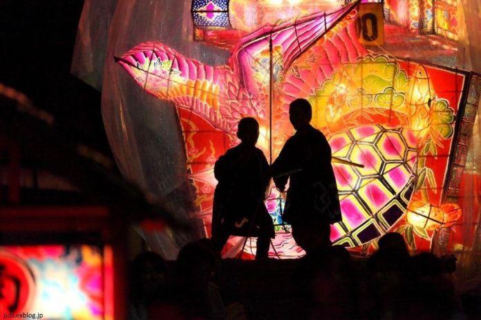 Festivales de Japón: el Tsuzawa Yotaka Andon Matsuri, un impresionante festival celebrado las noches del primer viernes y sábado de Junio en Oyabe (Toyama)