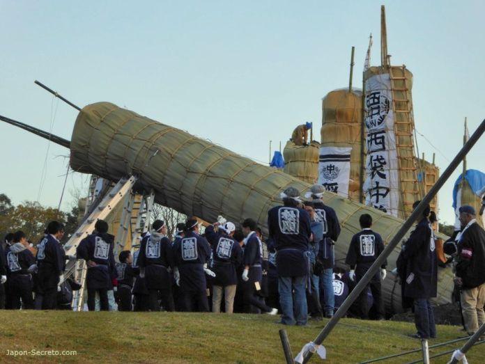 Festival Taimatsu Akashi: erigiendo la enorme daitaimatsu
