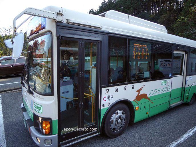 Autobús para ir al santuario Tanzan (談山神社) en Sakurai (prefectura de Nara)