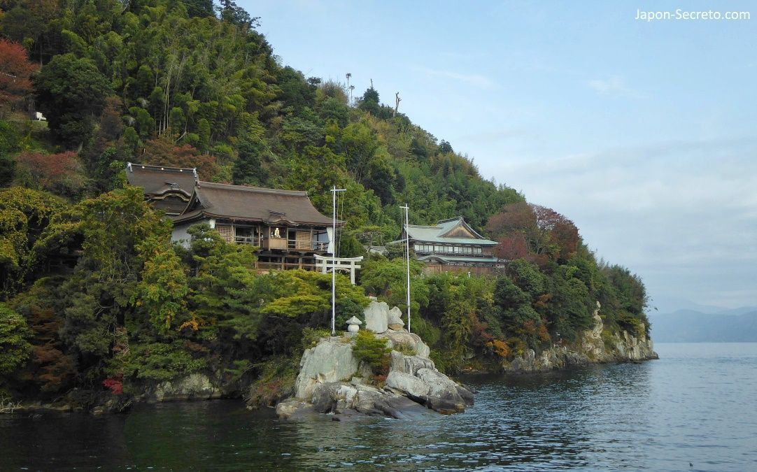 La oculta isla de Chikubu (Chikubushima) en el lago Biwa, muy cerca de Kioto.