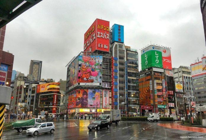 Tokio: barrio de Kabukicho, en el distrito de Shinjuku