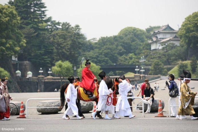 Festivales de Japón: el Sanno Matsuri, celebrado en Tokio. Procesión Jinkosai pasando por el Palacio Imperial