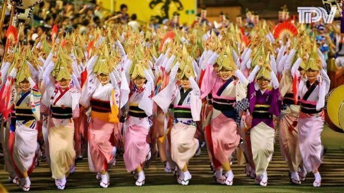 Festivales de Japón: el Awa Odori (阿波おどり) o Festival de la Danza Awa, celebrado del 12 al 15 de agosto en la ciudad de Tokushima (Shikoku).