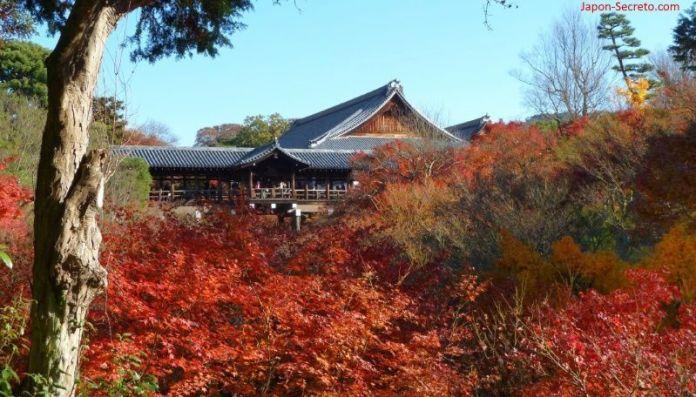 Templo Tōfuku-ji (東福寺) en Kioto durante el momiji (otoño) en Japón