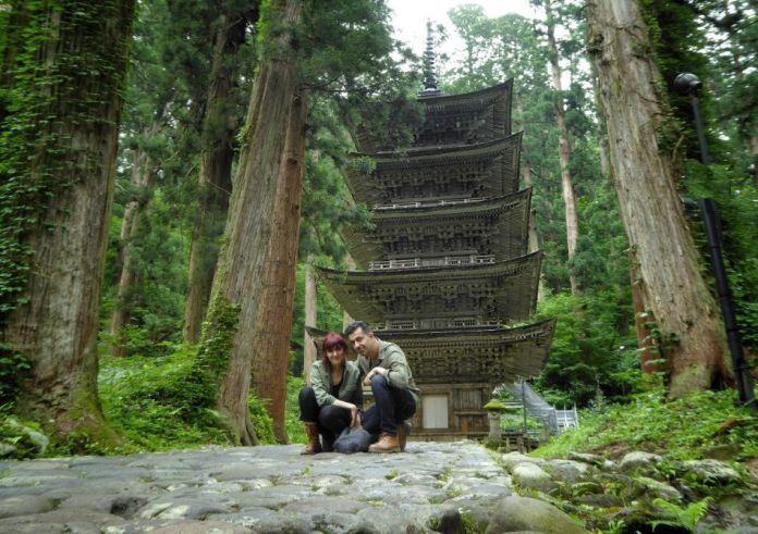 Japón. Ruta de peregrinación Dewa Sanzan. Monte Haguro (Hagurosan). Pagoda de cinco pisos Goju No To (Gojunoto). Senderismo. Ruta a pie