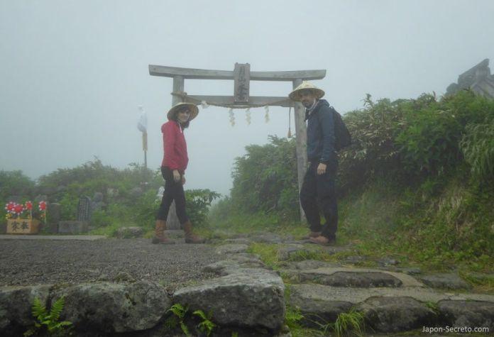 Japón. Ruta de peregrinación Dewa Sanzan. Monte Gassan. Senderismo. Ruta a pie. Caminar.