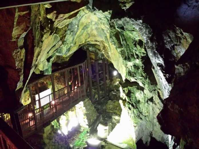 Interior de las minas de plata de Ginzan Onsen