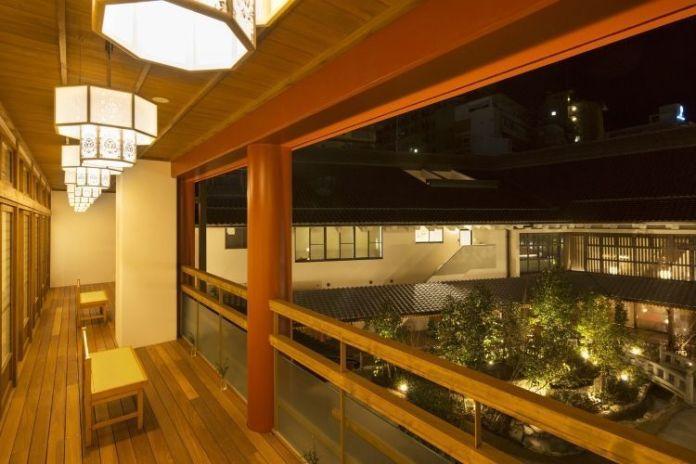 Viajar a Shikoku. Dogo Onsen (Matsuyama, Ehime). Interior de la casa de baños Asuka No Yu