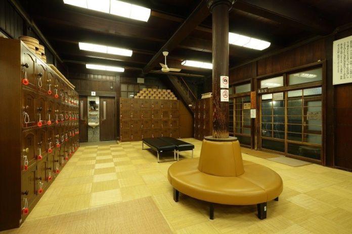 Viajar a Shikoku. Dogo Onsen (Matsuyama, Ehime). Interior de la casa de baños Dogo Onsen Honkan.