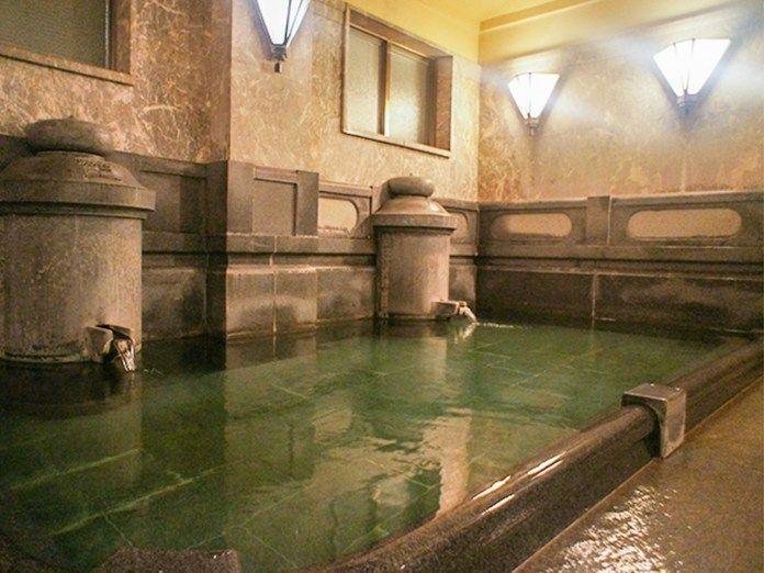 Viajar a Shikoku. Dogo Onsen (Matsuyama, Ehime). Casa de baños Dogo Onsen Honkan. Baño Tama No Yu