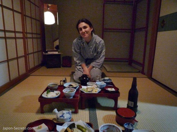 Viajar al Monte Koya o Koyasan: cena en el templo Muryokoin (shukubo). Comida shōjin ryōri (精進料理)