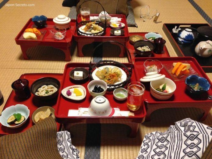 Viaje al Monte Koya o Koyasan (Wakayama): cenando en el templo Fudoin (shukubo) en Navidad (nochebuena de 2013). Comida shōjin ryōri (精進料理)