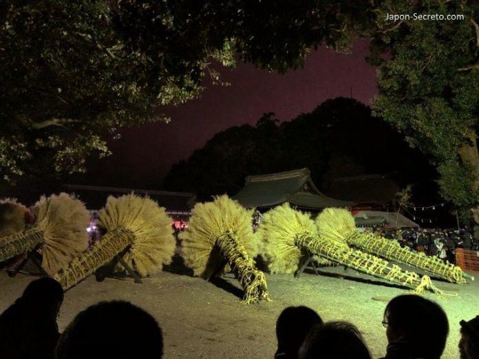 Festivales de Japón: KatsubeNo Hi Matsuri (勝部の火祭り) o Festival del Fuego de Katsube (Moriyama, prefectura de Shiga). Antorchas preparadas